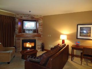 Lodge 302 Hotel Suite with kitchenette. Sleeps 4. Balcony. WIFI and Cable TV. - Tamarack Resort vacation rentals