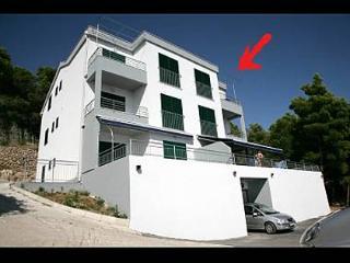 5173  SA2(2) - Stanici - Pucisca vacation rentals