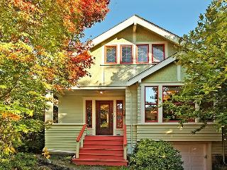Classic Craftsman Home in Fremont - 3 Bed & 2 Bath - Seattle Metro Area vacation rentals