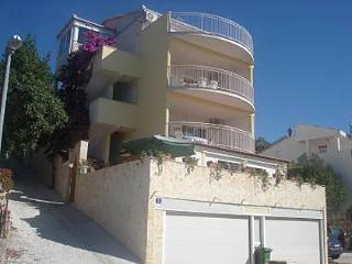8045 A1 Prvi kat - Ljubicasti (4+1) - Okrug Gornji - Okrug Gornji vacation rentals