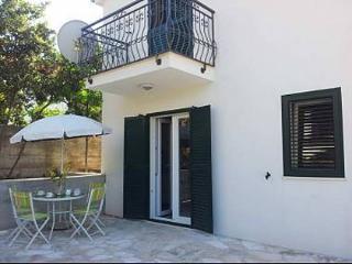 8169 A2(2+2) - Maslinica - Maslinica vacation rentals