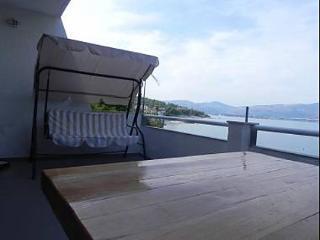 35283  D(2+1) - Slatine - Island Ciovo vacation rentals