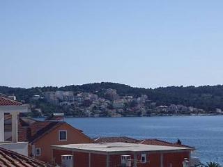 35306 A2(4+2) - Okrug Gornji - Okrug Gornji vacation rentals