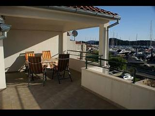 35398  A4(4+1) - Tribunj - Tribunj vacation rentals