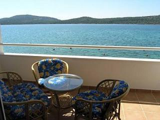 2442 A10(4+2) - Pirovac - Pirovac vacation rentals