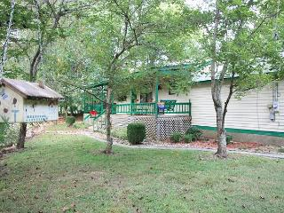 Creekside Hideaway private cottage on the creek with firepit and horseshoes - Sevierville vacation rentals