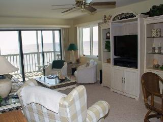 Great Oceanfront Condo! 2 BR with WiFi and pools! - Pine Knoll Shores vacation rentals