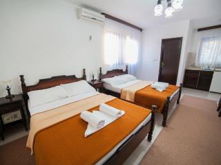 Guest house 4M - Studio (4 Adults) 2 - Petrovac vacation rentals