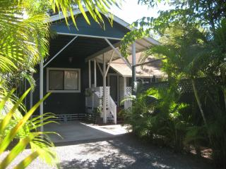 TROPICAL SECLUDED COZY COTTAGE NEAR BEACHES - Kihei vacation rentals