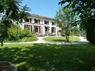 La Maison Des Fleurs - Charente-Maritime vacation rentals