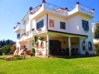 Stupenda Villa Fronte Mare con giardino a FREGENE - Fregene vacation rentals