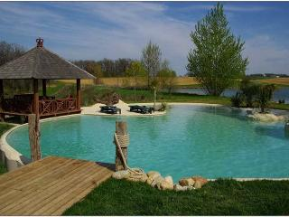 Bed & Breakfast The Lake of Crivito - Haute-Garonne vacation rentals