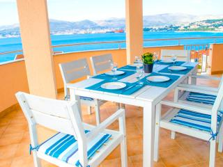 Gorgeous Penthouse 'Zlatka' with Sea View - Okrug Gornji vacation rentals