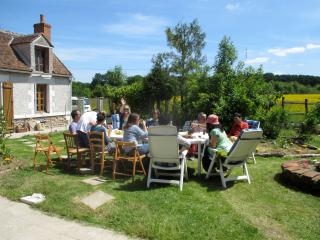 Country house in forest and fields - Neuville-aux-Bois vacation rentals
