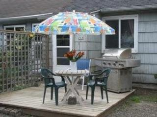 The Bungalow is a cozy Pet Friendly retreat in Mid Town Cannon Beach 1 bedroom 1 bath Sleeps 2 - 35617 - Image 1 - Cannon Beach - rentals
