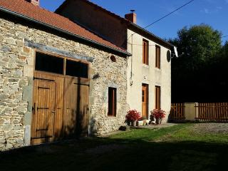 Country home with a beautiful view - Saint-Gervais-d Auvergne vacation rentals