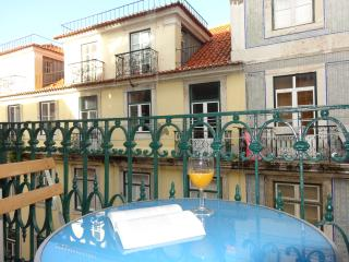 2BD in heart of historic centre, balcony, a/c,wifi - Lisbon vacation rentals