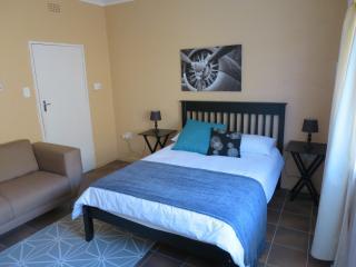 Double en-suite room in Johannesburg - Johannesburg vacation rentals