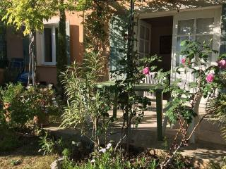 2 or 3 people in Provence - Beaumes-de-Venise vacation rentals