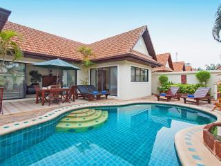 Pattaya Pool Villa Crystal - Jomtien Beach vacation rentals