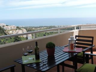 Lovely apartment, pool. sea views, BBQ, wifi. - Sitio de Calahonda vacation rentals