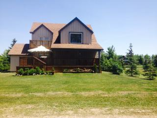 Summer Pine Cottage (Grand Bend) Wifi - Hot Tub - Grand Bend vacation rentals