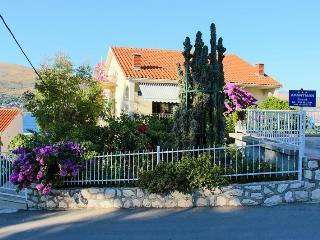 36202 A1(6+2) - Okrug Donji - Okrug Donji vacation rentals