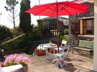 CASINHA DO AMPARO, a quiet  cottage by a Levada. - Funchal vacation rentals