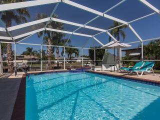 LOFT STIL.MODERN.PURISTIC.SOLARPOOL/SPA/WATERFRONT - Cape Coral vacation rentals