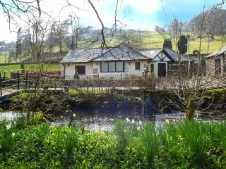 RIVERSIDE, all ground floor, private jetty and bridge over Torver Beck, WiFi, en-suite facilities, near Coniston Water, Ref 9224 - Beckermet vacation rentals