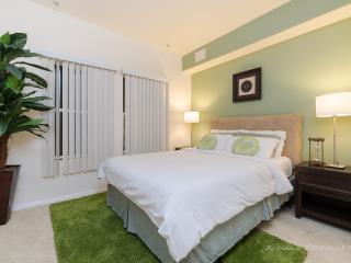 [P1201] Amazing 2BR Apt Near LA Convention Ctr - Los Angeles vacation rentals