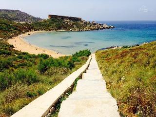 mgarr free wifi sleeps4 l/ogolden beach - Island of Malta vacation rentals