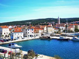 Best location in Supetar - apt 2 - Supetar vacation rentals