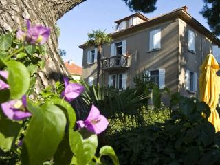 'Beside the Sea' Apartment for 10 - Kastel Stari vacation rentals