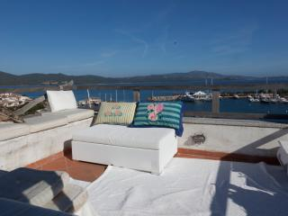 Sardinian panoramic terrace house - San Teodoro vacation rentals
