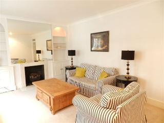 29L: Period conversion near the park and stations! - London vacation rentals