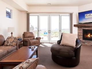 Brand new beautiful vacation home in St. George with amazing golf course views - Saint George vacation rentals