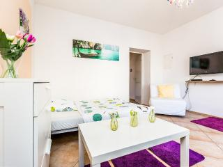 T02 Cozy apartment in Troisdorf Spich - Troisdorf vacation rentals