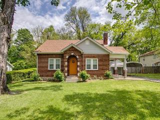 2BR Nashville 1930s Vintage Cottage, Too, Sleeps 5 - Nashville vacation rentals