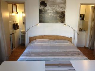 Charmant studio équipé, en rez de jardin au calme - Aix-en-Provence vacation rentals