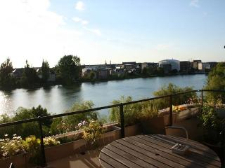 Beautiful & central lakeside balcony apartment - Copenhagen Region vacation rentals
