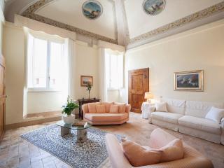 ELEGANT FRESCOED APARTMENT historic centre, wifi - Todi vacation rentals