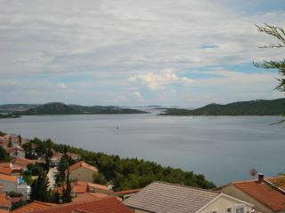 Apartment Nani for 6-8 with a sea view - Drage vacation rentals