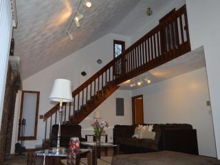 Luxury stunning walk to poolJaccuzi AC WiFisleep8 - Bushkill vacation rentals