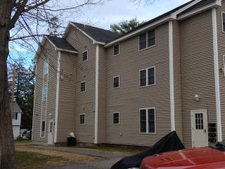 LARGE 3 BEDROOM W/AIR COND. & FREE BEACH PARKING - Scarborough vacation rentals