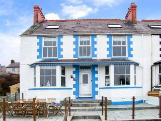 BRYN TEG, hot tub, WiFi, woodburner & fire, sea views, moments from the beach, pet-friendly, Cemaes Bay, Ref. 23824 - Island of Anglesey vacation rentals