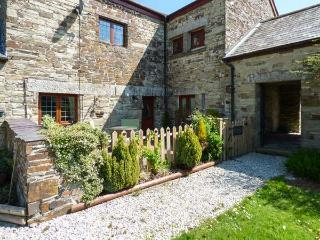NIGHTINGALE COTTAGE, romantic retreat with woodburner, WiFi, en-suite, garden, East Taphouse Ref 918554 - Cornwall vacation rentals