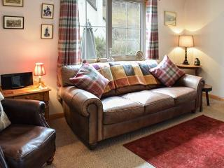 COSY COTTAGE, detached bungalow, open fire, pet-friendly, near Cannich and Inverness, Ref 924176 - Cannich vacation rentals