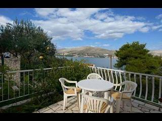 7991 H(10+4) - Okrug Donji - Okrug Donji vacation rentals