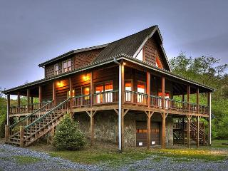A cozy, romantic getaway sitting directly on Hothouse Creek - Blue Ridge vacation rentals